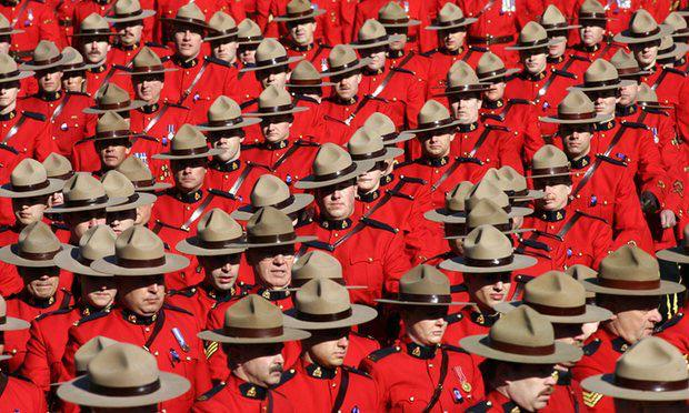 Photo of Royal Canadian Mounted Police allows Muslim officers to wear hijab