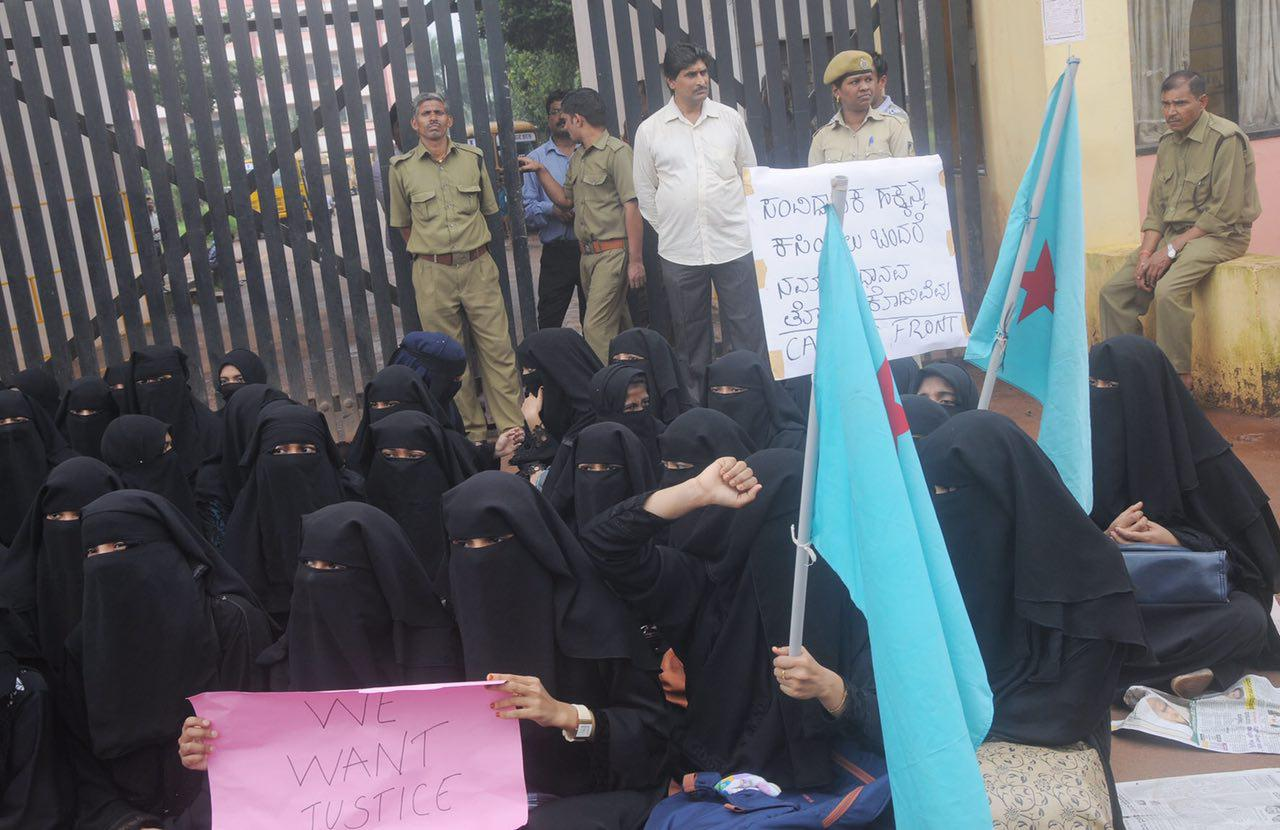 Photo of Protests break out as Mangalore College bans female students from wearing Niqab to class