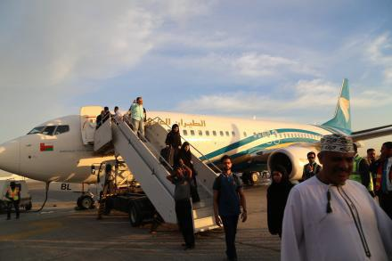 Photo of First Omani plane lands in Najaf since 1990