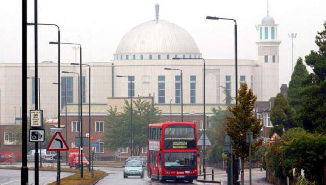 Photo of UK Mosques targeted by 100 hate attacks since killing of Lee Rigby