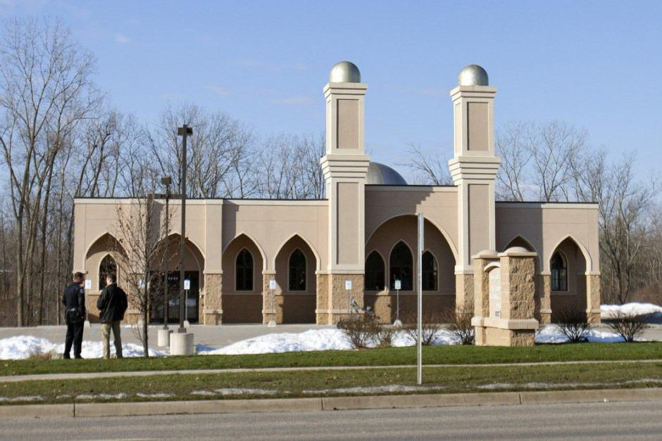 Photo of Woman threatens people leaving Kentwood Islamic Center