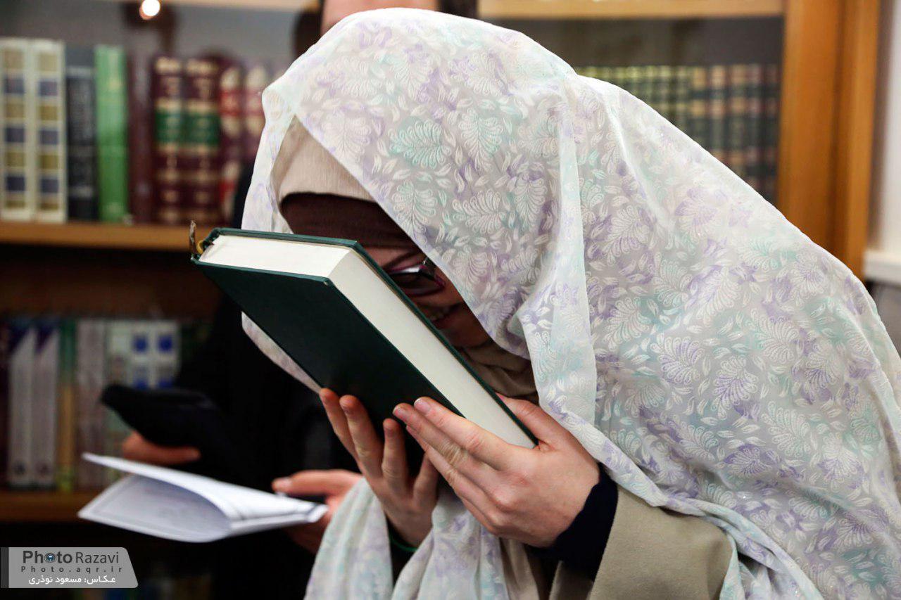 Photo of Italian lady converts to Shia Islam in Holy Shrine of Imam Redha