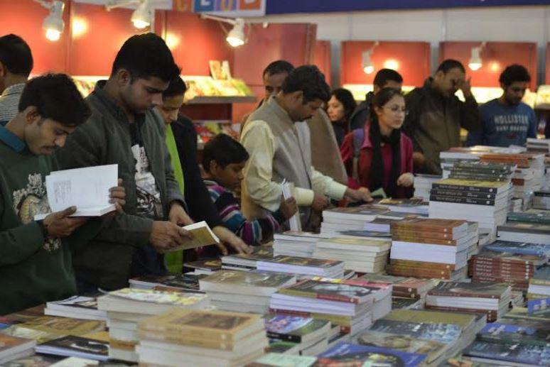 Photo of Visitors to New Delhi book fair receive free Quran copies