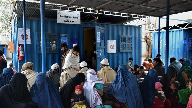 Photo of Pakistan resumes repatriating Afghan refugees despite criticism