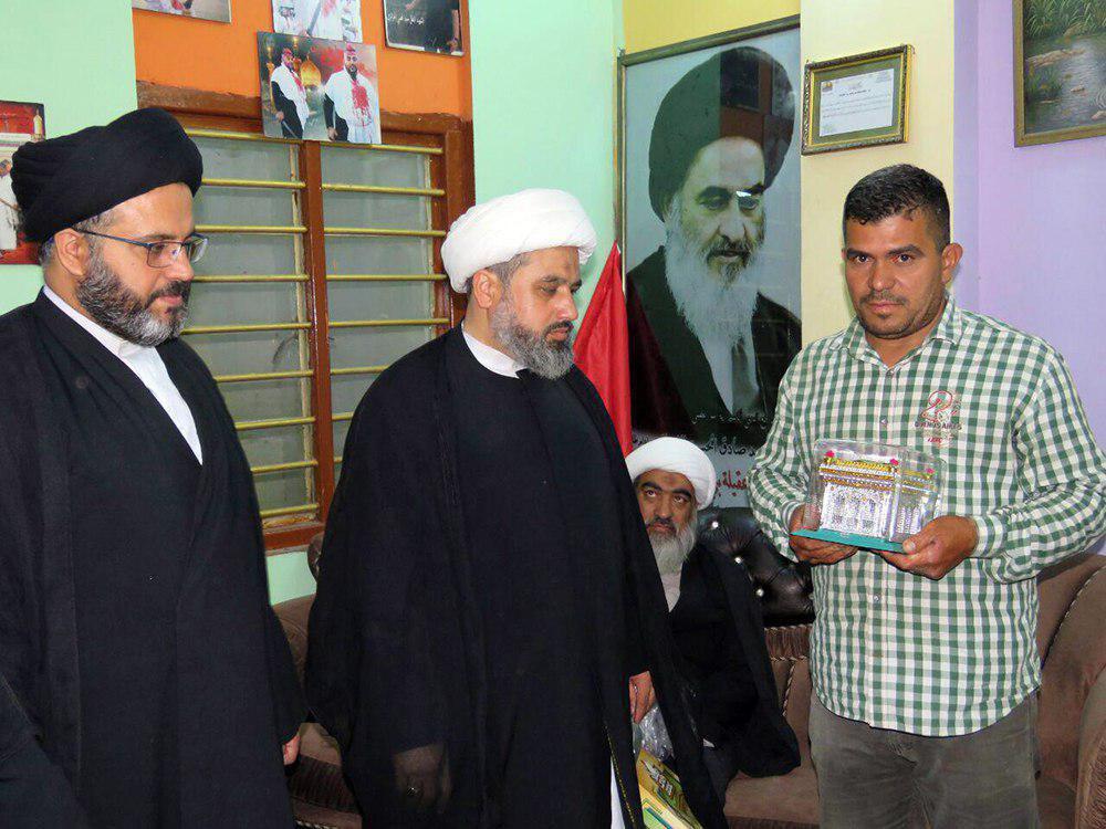 Photo of Sunni Muslim embraces Shia Islam at Imam Kadhum Holy Shrine