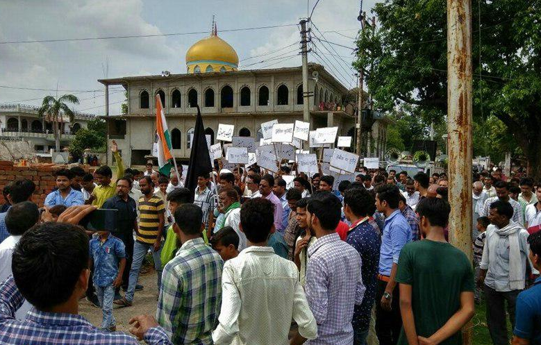 Photo of Mass protest held on anniversary of 'Demolition of Jannatal-Baqee' in India