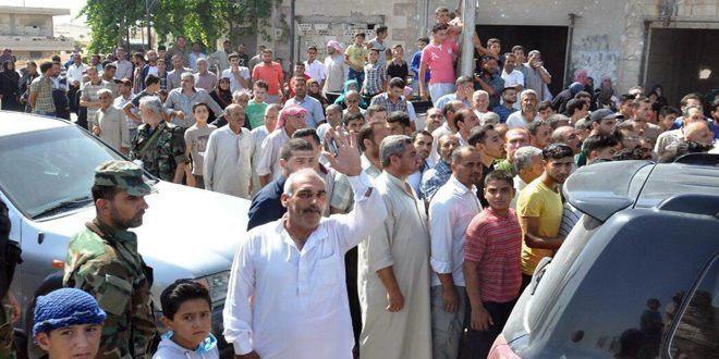Photo of Hundreds of displaced families return to their homes in Syria's Hama