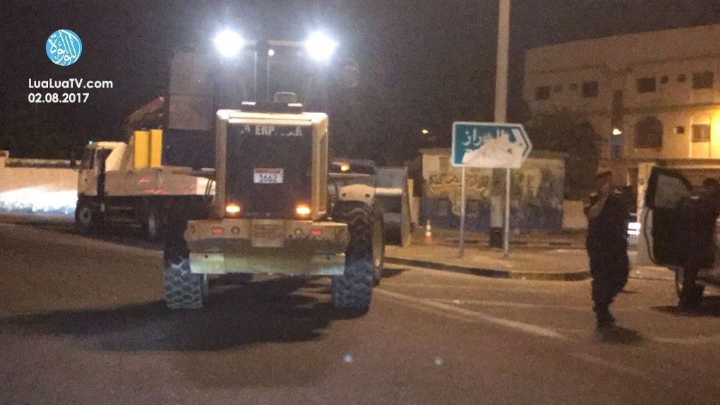 Photo of Bahraini security forces erect walls around besieged villages