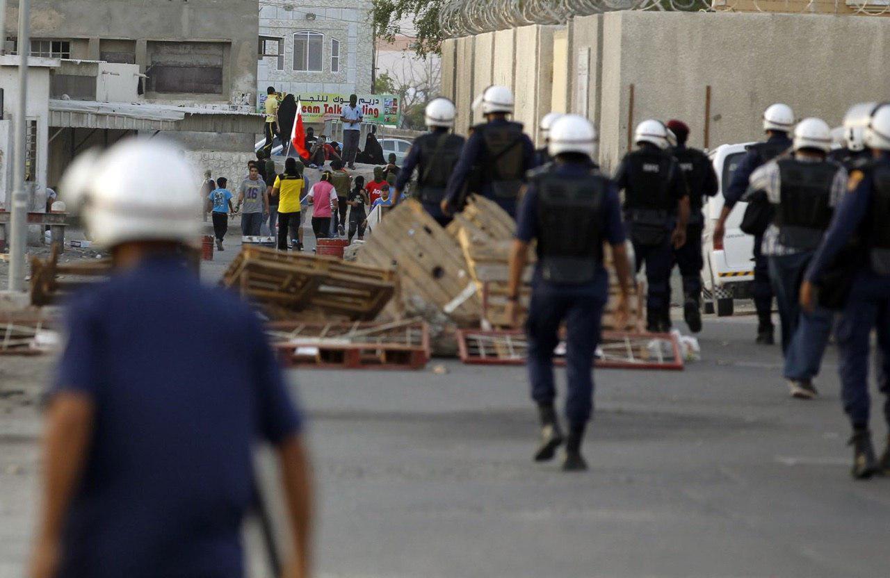Photo of Bahraini security forces execute fresh raids on people