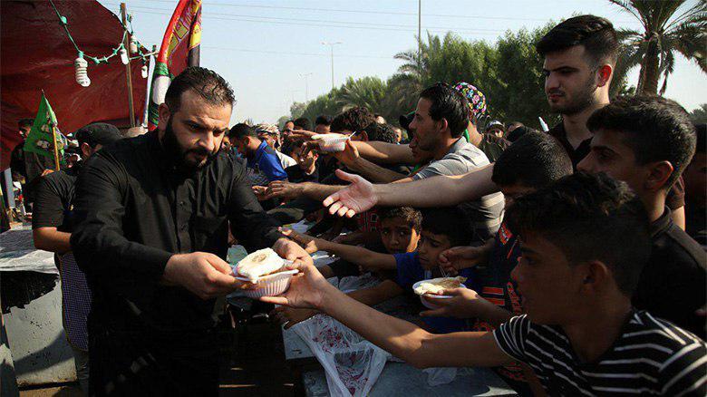 Photo of Displaced families help Arba'een pilgrims