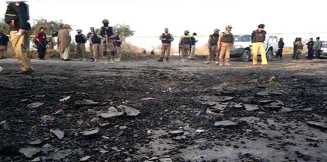 Photo of Bomb explodes injuring three security personnel, one civilian in Bannu