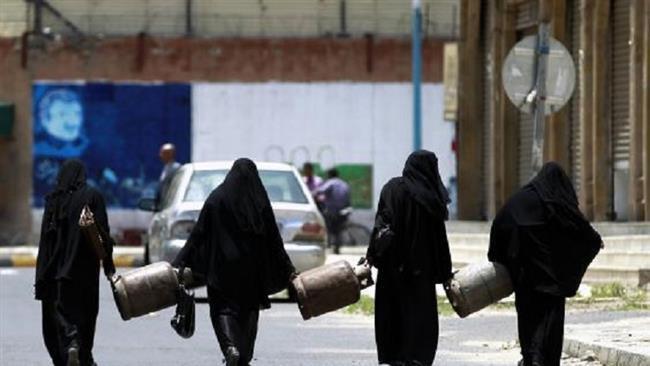 Photo of Red Cross buying fuel to pump clean water in Yemen