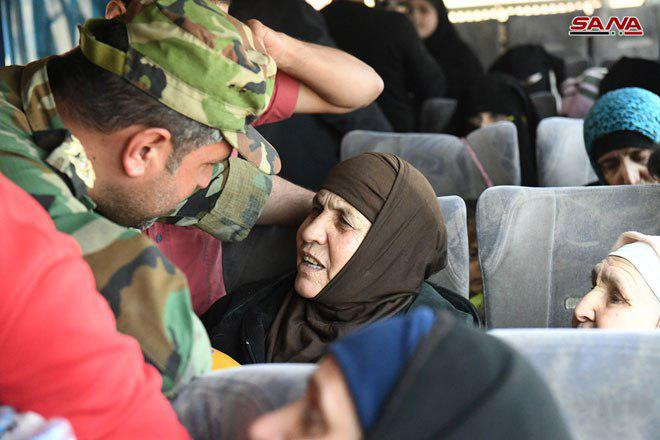 Photo of 42 abductees from Eshtabraq freed, 5 humanitarian cases evacuated from al-Foua'a and Kefraya + Photos