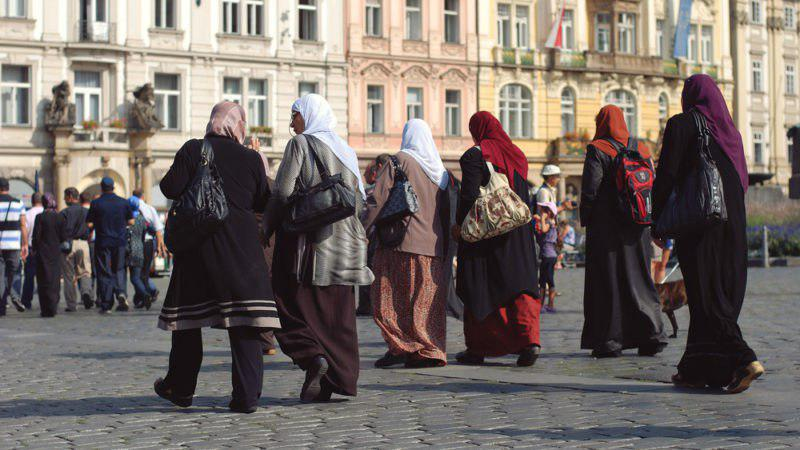 Photo of Muslims to make up 8% of Europe population in 2030