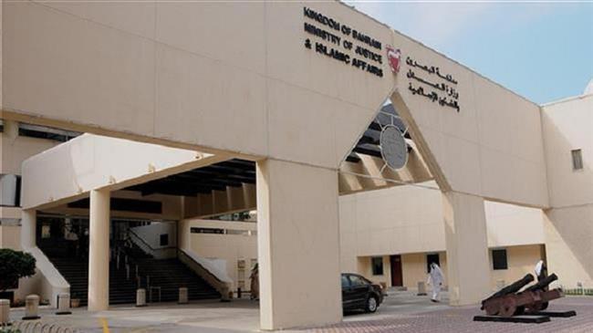 Photo of Bahraini court jails three dissidents, strips them of citizenship
