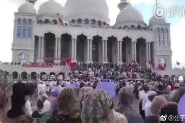 Photo of Thousands protest demolition of mosque in China in rare moment of defiance