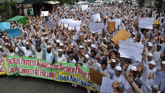 Photo of Pakistani protesters call for expulsion of Dutch ambassador over blasphemous plan