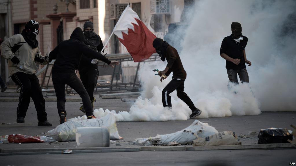 Photo of Bahraini troops arrest five children in raids on village of Shia leader