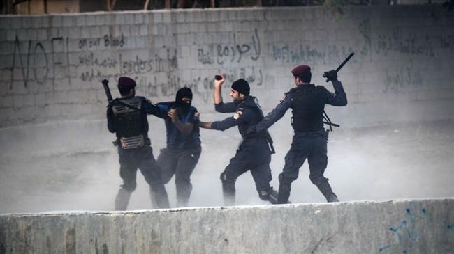 Photo of Bahraini regime forces raid houses across kingdom, detain many activists