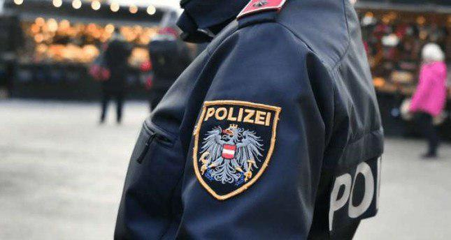 Photo of Austrian policeman accused of making racist, Islamophobic remark at Muslim girls