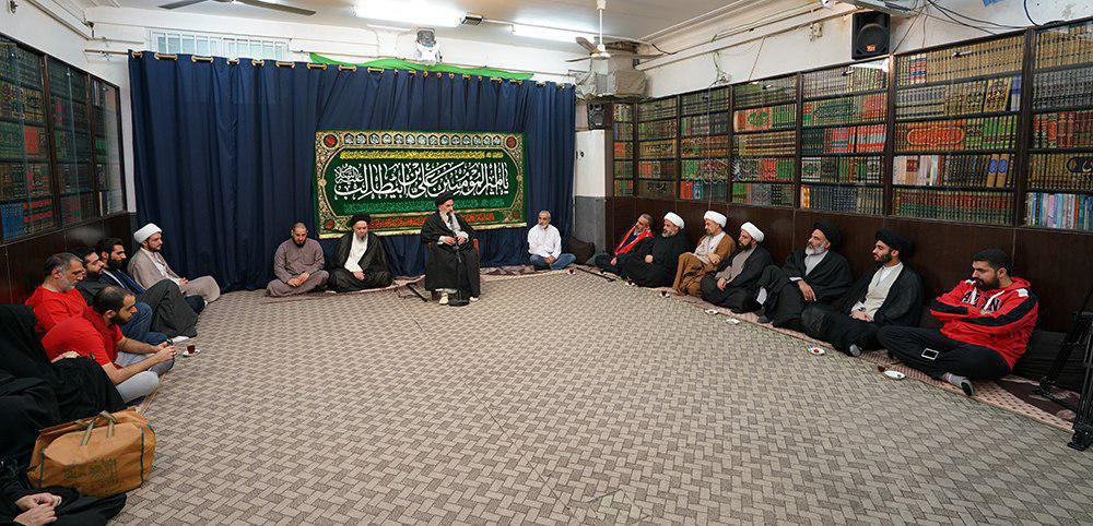 Photo of Grand Ayatollah Shirazi: advancement of Muslims in all areas of life is the responsibility of all