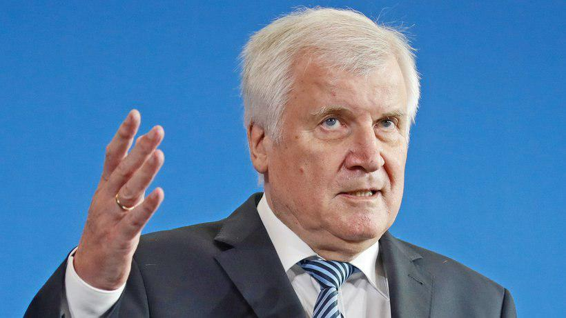 Photo of Seehofer tells Islam conference Muslims are a part of Germany