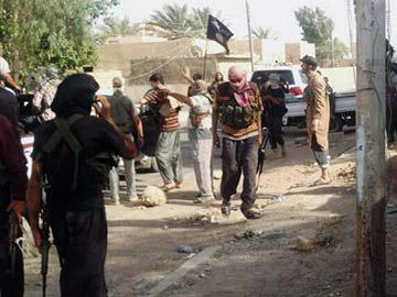 Photo of Daesh terrorists executing local residents in Syria's Dayr al-Zawr, top UN official warns