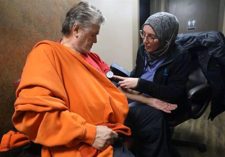 Photo of Muslim doctors opened a completely free clinic for the poor in Toledo