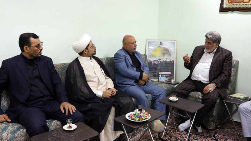 Photo of PR manager of Grand Ayatollah Shirazi meets brigadier general in Dejail City