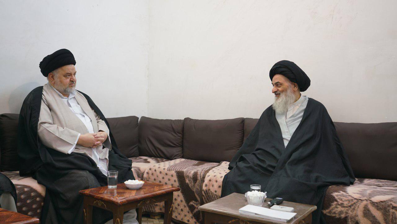 Photo of Grand Ayatollah Sayed al-Shirazi receives representative of Ayatollah Sistani