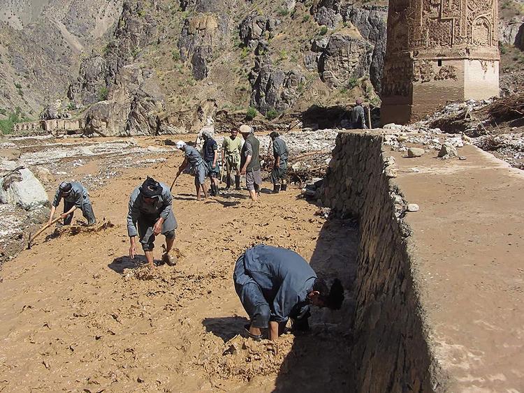 Photo of 18 killed as Taliban strike near historic Afghan minaret