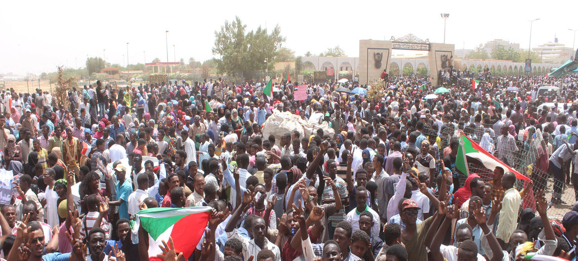 Photo of Sudan: UN chief deplores excessive force used against pro-democracy protesters
