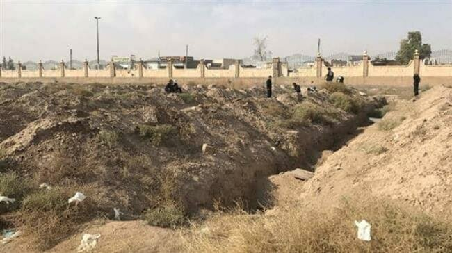 Photo of Syrian officials discovered mass grave of Daesh victims