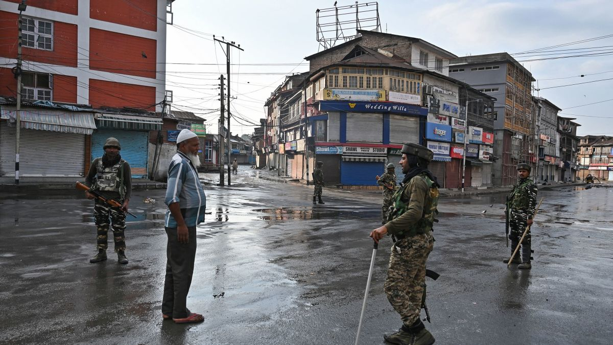 Photo of Kashmir curfew eased in Srinagar but blackout remains