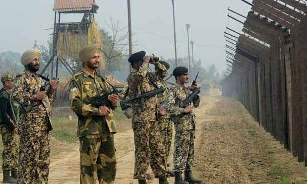Photo of Killed and wounded in an exchange of fire in Kashmir