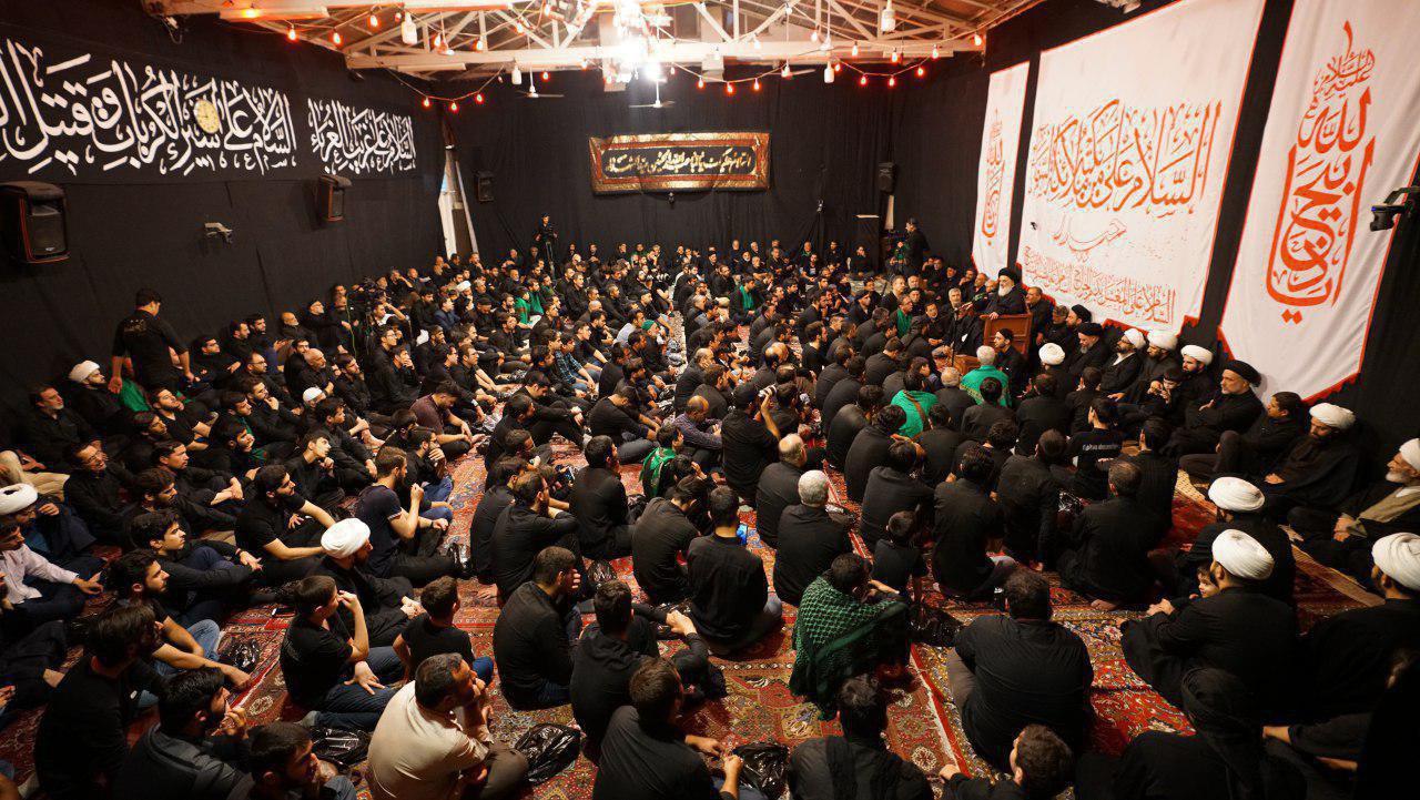 Photo of Grand Ayatollah Shirazi addresses mourners on Ashura