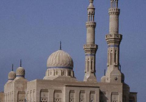 Photo of An American writer asks tourists to visit mosques from within