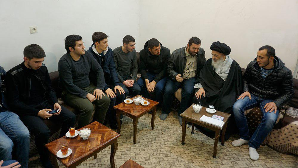 Photo of Grand Ayatollah Shirazi recommends young people from Azerbaijan to have good manners with everyone