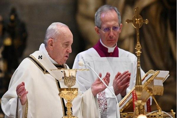 Photo of Pope calls for solidarity in Easter message amid virus lockdown