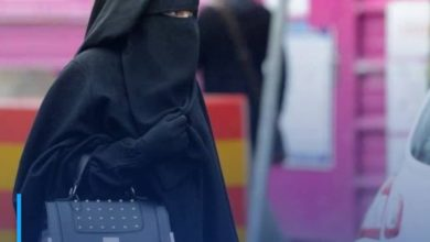 Photo of Muslim woman exposed to racist attacks in Denmark