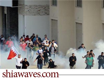 تصویر حمله نیروهای رژیم بحرین به مراسم تشییع جنازه یکی از فعالان بحرینی