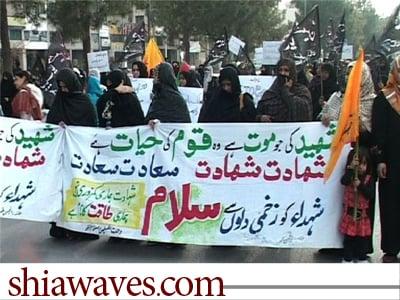 تصویر امتناع خانواده های داغدار پاکستانی از دفن قربانیان انفجار خونین کویته