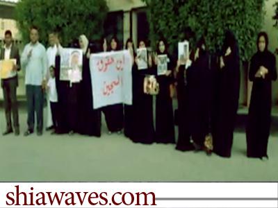 تصویر تحصن خانواده بازداشت شدگان در بحرین