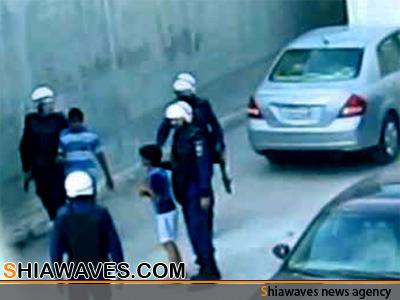 تصویر بازداشت 6 کودک بحرینی در نزدیکی مدرسهای در منامه