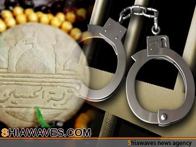 تصویر بازداشت امام جماعتی در مالزی به جرم داشتن تربت امام حسین علیه السلام