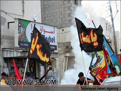 تصویر حمله ی مزدوران امنیتی رژیم آل خلیفه به مراسم عزاداری امام حسین علیه السلام