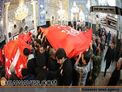 تصویر پرچم گنبد حرم مطهر حسینی بر فراز مرقد شريف حضرت زينب کبری(سلام الله عليها)