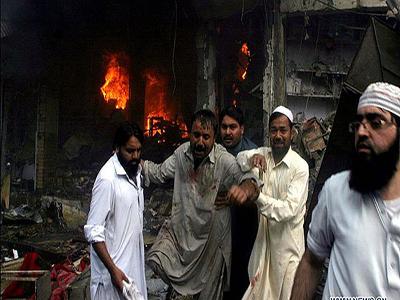 تصویر 2 انفجار در نزدیکی حسینیه شیعیان پاکستان