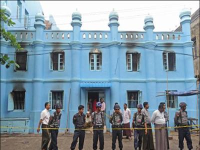 تصویر مسجدی تاریخی در میانمار به آتش کشیده شد