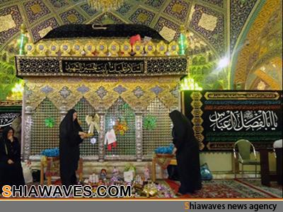 تصویر چیدن سفره در کنار ضریح حضرت رقیه سلام الله علیها + عکس